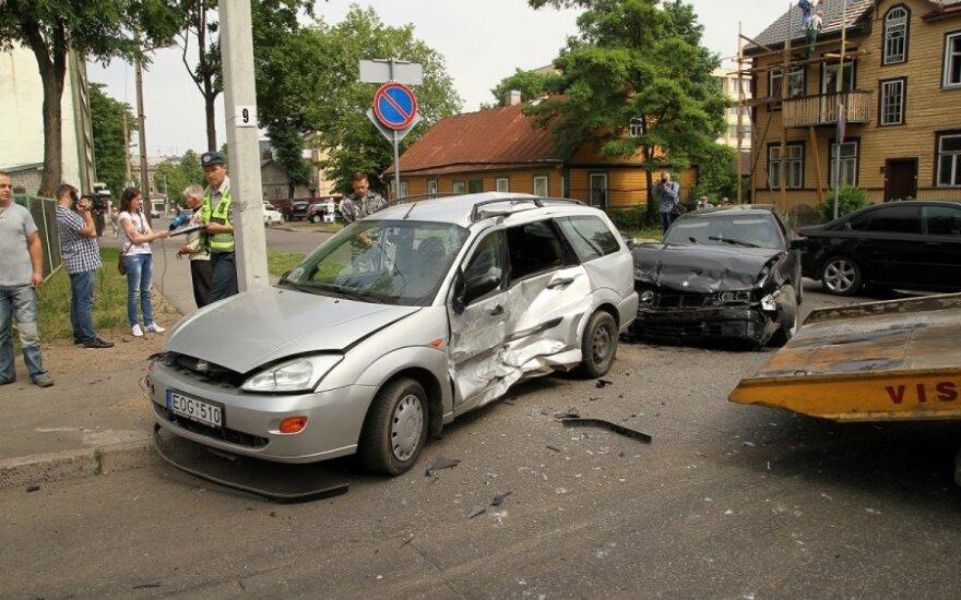 """Sučiuptas iš avarijos vietos Kaune pabėgęs """"Audi Q7"""" vairuotojas"""