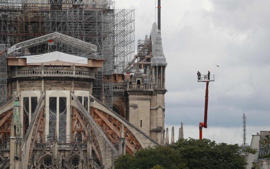 Bachelot: pagal konsensusą Dievo Motinos katedros smailė turi būti tokia, kokia buvo