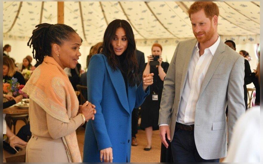 Karalienė Elizabeth II pasaulį nustebino netikėtu gestu Meghan Markle motinai