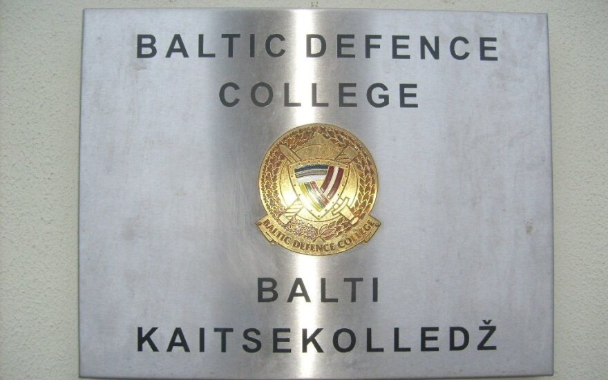 Baltic Defence College opens Baltic Way lecture room at graduation