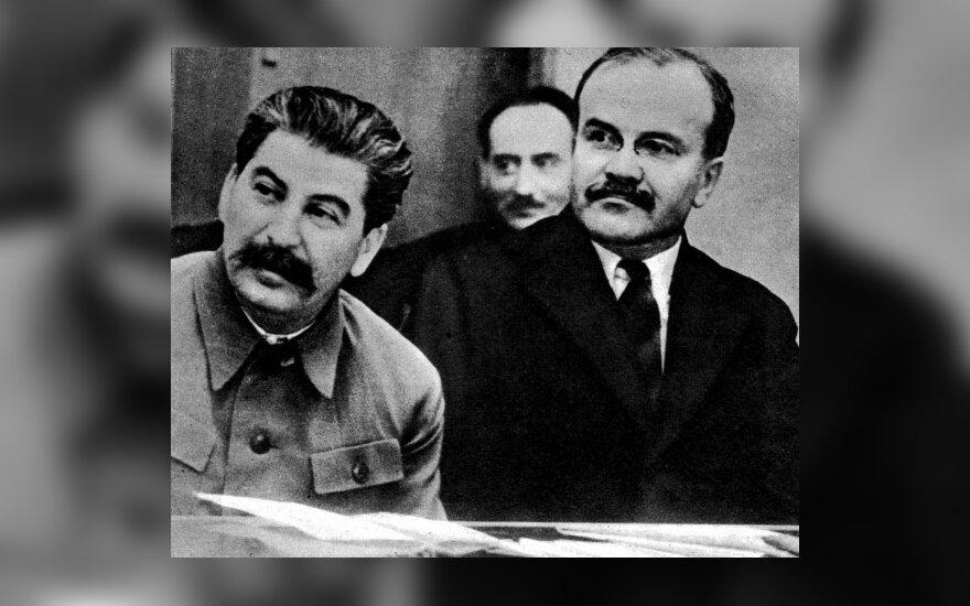 Josifas Stalinas (kairėje) ir Viačeslavas Molotovas (dešinėje) 1941 m. birželį