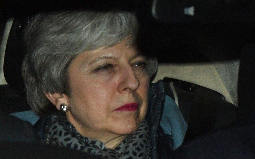 """Dar viena """"Brexit"""" nesėkmė: atmesti visi 4 galimų susitarimų variantai"""