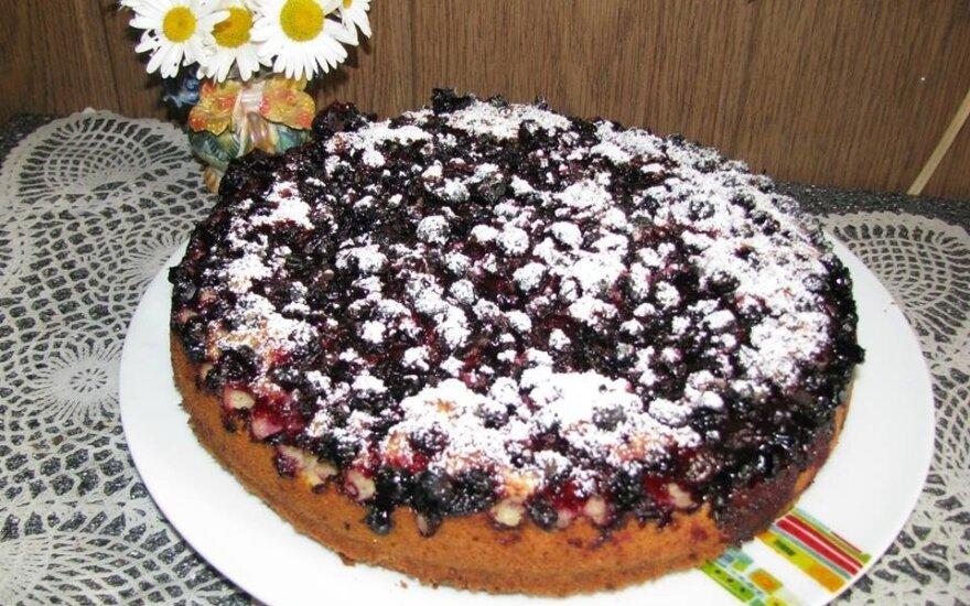 Pyragas su juodaisiais serbentais