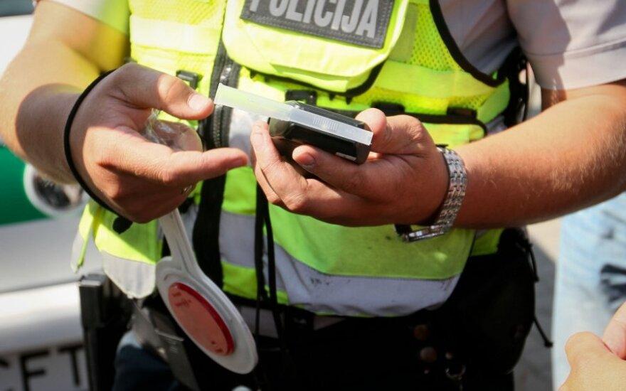 Širvintų rajone pareigūnams teko vytis neblaivų motorolerio vairuotoją
