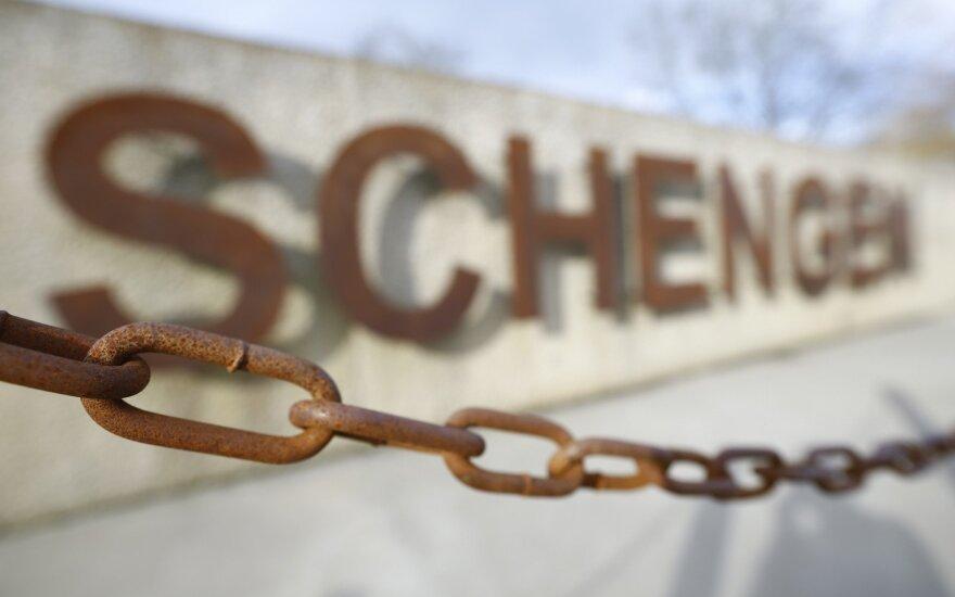 ES ruošiasi pratęsti Šengeno zonos pasienio kontrolę dar trims mėnesiams