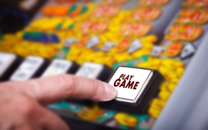 Seimas leidžiasi į diskusijas, ar uždausti azartinių lošimų reklamą