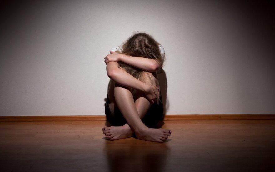 Į DELFI kreipėsi verkianti mama: po klasės ekskursijos dukra bijo mokytojų, badauja