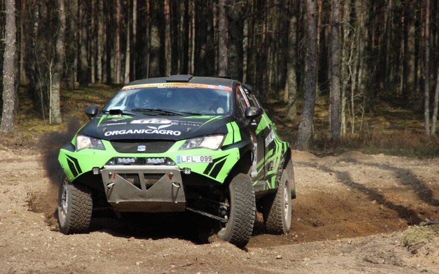 Po lenktynių Sacharoje Vaidoto Paškevičiaus ekipažui teko adaptuotis prie lietuviško miško