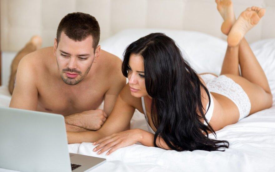 Pora žiūri pornografiją