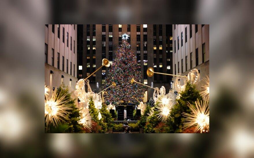 Niujorke prie Rockefellerio centro įžiebta Kalėdų eglė
