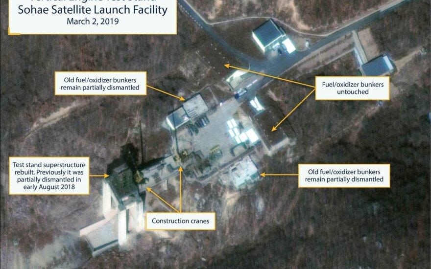 Trumpas perspėja Šiaurės Korėją dėl įtariamo raketų objekto atstatymo
