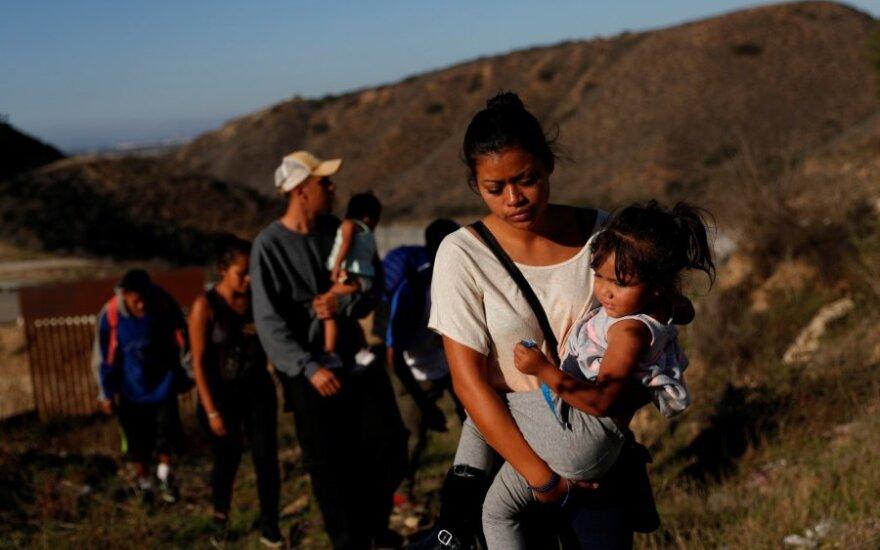 Migrantų karavanas prie JAV-Meksikos pasienio