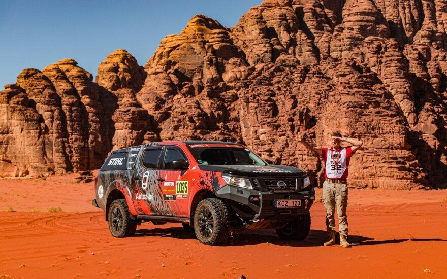"""""""iGo2Dakar"""" tris Dakarus įveikė su """"Nissan Navara"""""""