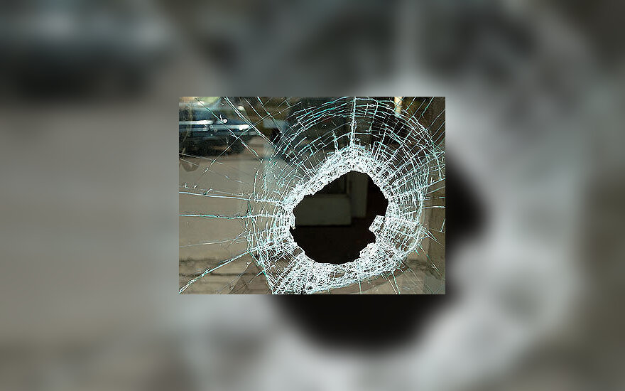 Išdaužtas langas, chuliganizmas, vandalizmas