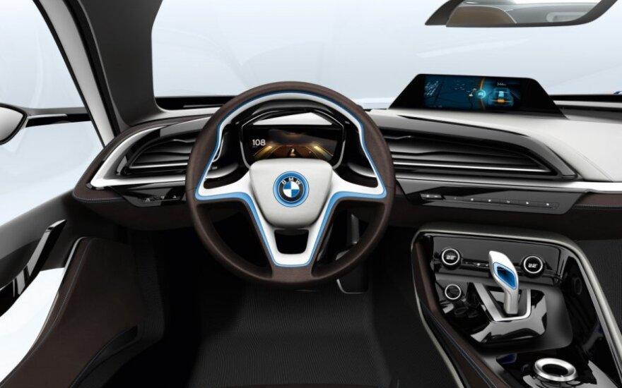 BMW pristatys 25 naujus modelius