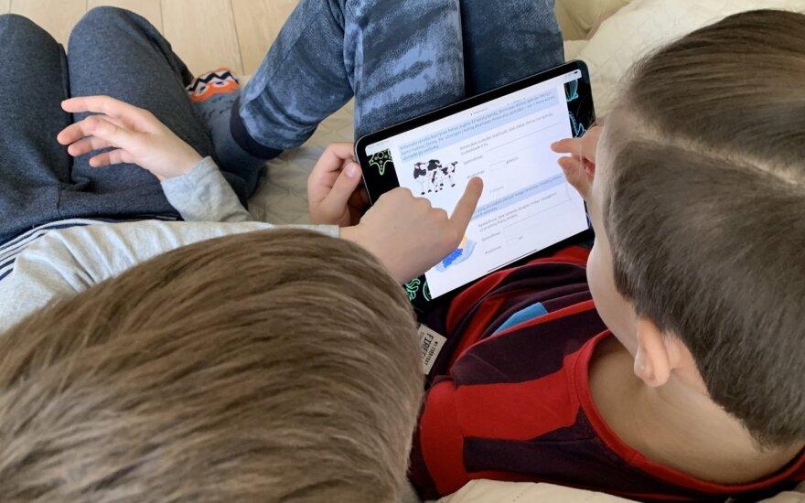"""Naudojadamiesi """"iPad"""" mokiniai gali tobulinti savo vaizduotę ir lavinti kūrybiškumą"""