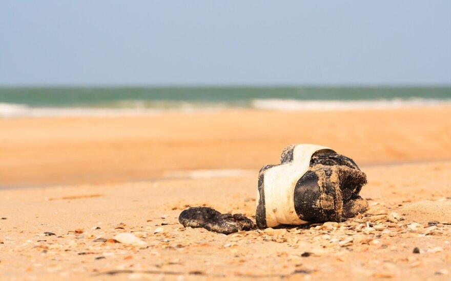 Kraupūs pakrančių radiniai: kodėl bangos vis išplauna batus su žmonių kūnų liekanomis?