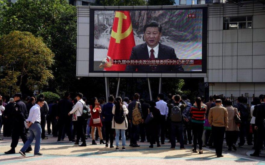 Kinijoje transliuojamas televizijos šou apie Xi Jinpingą