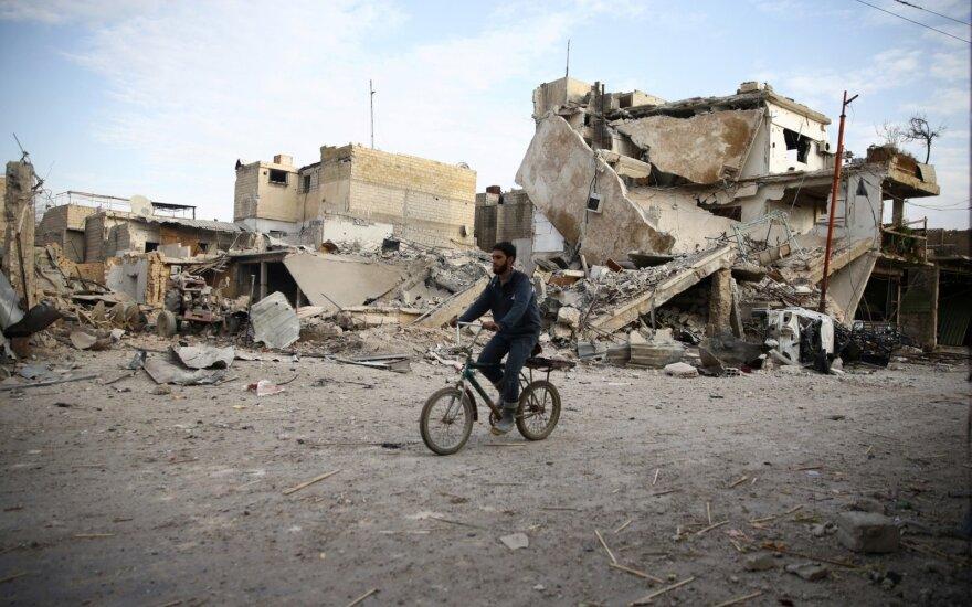 Sukilėlių kontroliuojamoje Sirijos Gutos teritorijoje vyksta nauji antskrydžiai