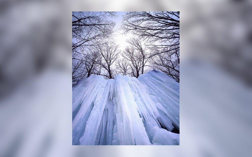 Belgijoje dėl sniego sutriko eismas