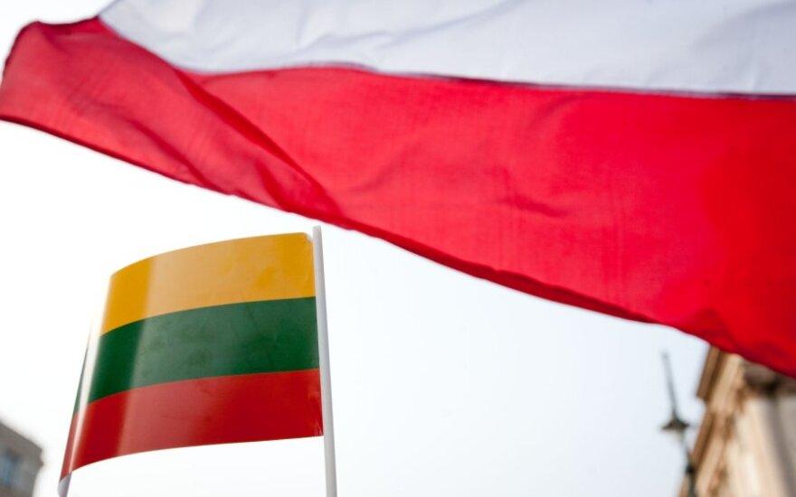"""Lietuva ir Lenkija sutarė kartu duoti atkirtį Rusijos bandymams """"perrašyti istoriją"""""""