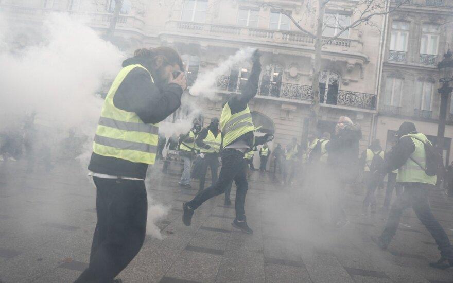 Prancūzija: šeštadienio rytą sostinės regione sulaikyti mažiausiai 25 žmonės