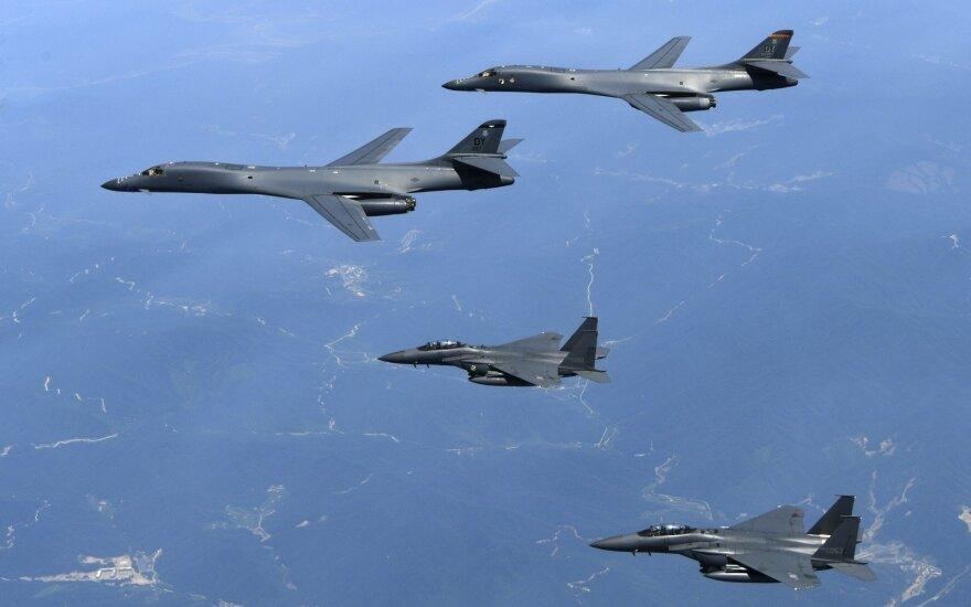 Prie Aliaskos JAV naikintuvai perėmė kelis Rusijos bombonešius ir naikintuvus