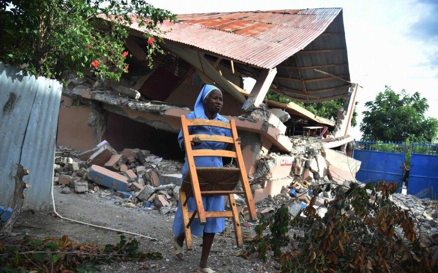 Žemės drebėjimo Haityje aukų padaugėjo iki 15, o sužeistųjų – iki 333