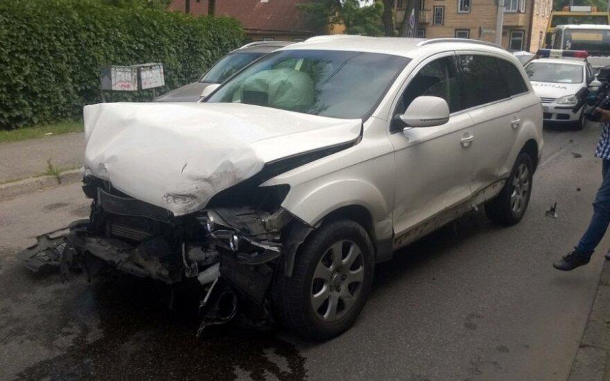 """Kaune policija vijosi """"Audi Q7"""" - šis taranavo du automobilius, vairuotojas paspruko"""