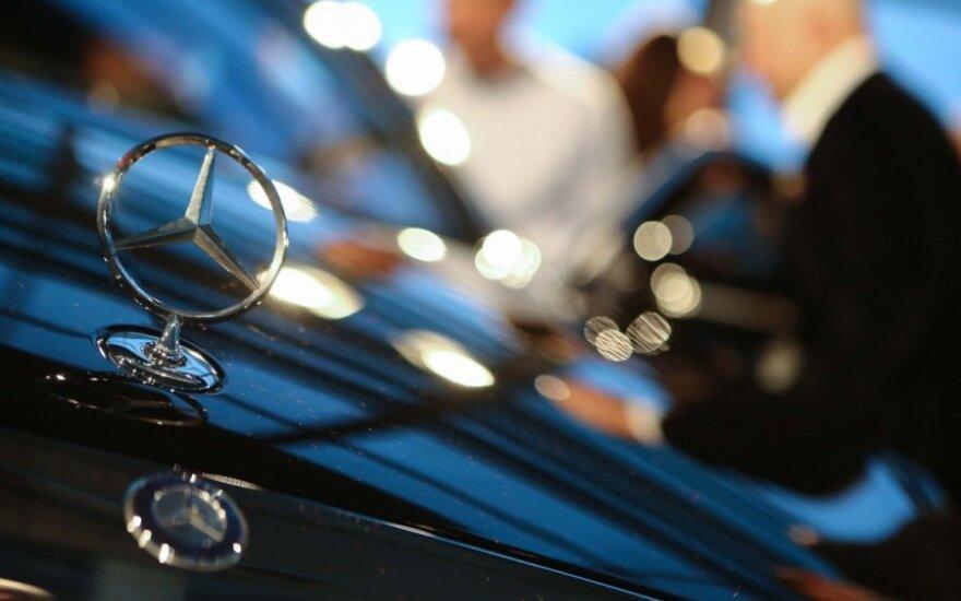 Российских чиновников могут оставить без служебных Mercedes