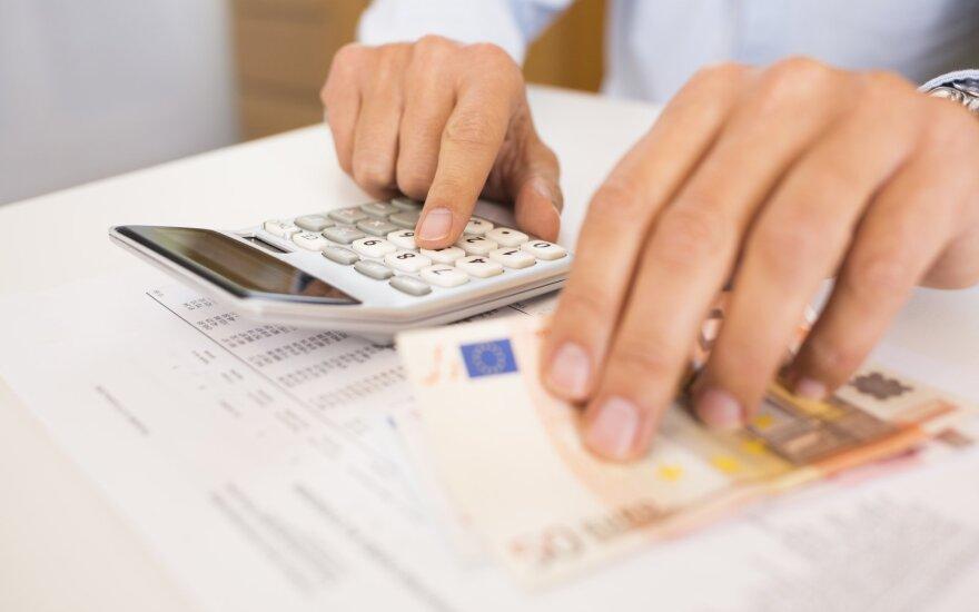 """Seimas imasi ieškoti atsakingų už besaikes paramos dalybas: darbdaviams """"po prastovų"""" bus išmokėta 630 mln. eurų"""