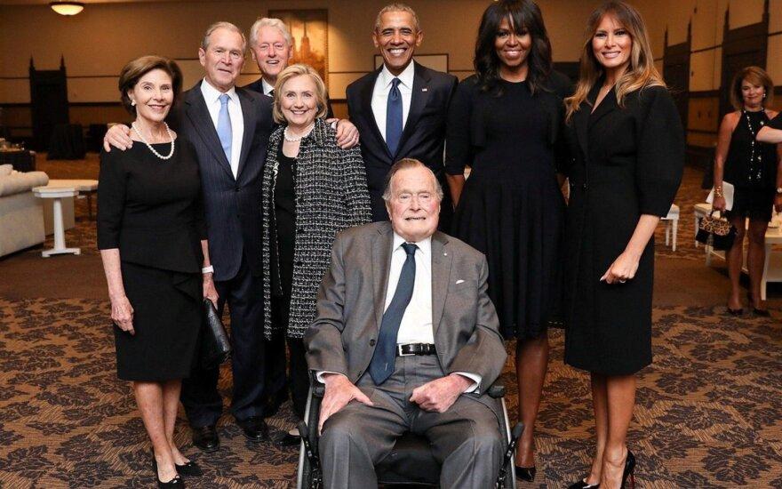 Barackas Obama, George'as W. Bushas, Billas Clintonas,  George'as H. W. Bushas, Melania Trump, Michelle Obama, Laura Bush, Hillary Clinton