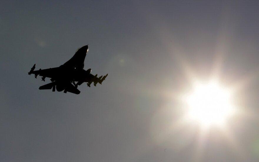 NATO naikintuvai virš Baltijos jūros lydėjo du rusų bombonešius