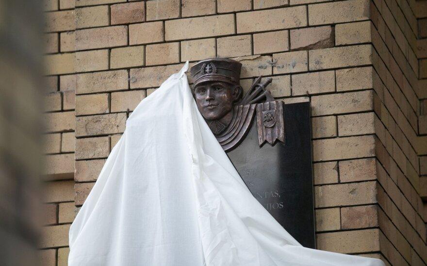 Supporters reinstall controversial Noreika plaque in Vilnius