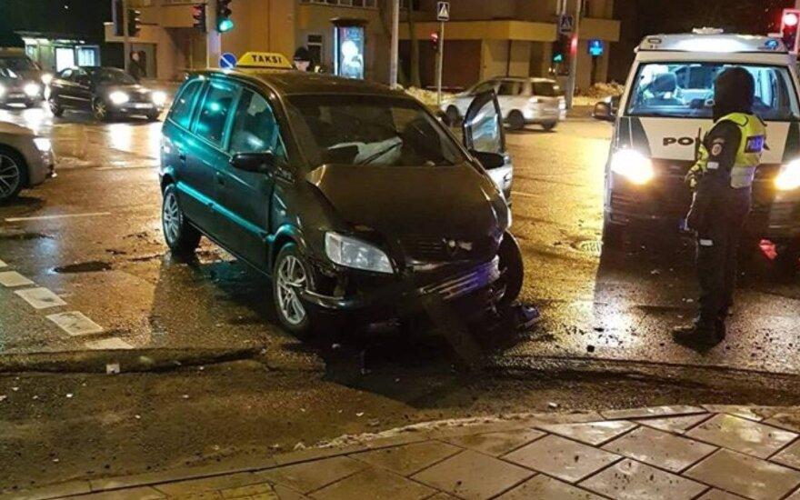 Vilniuje dėl automobilių susidūrimų itin avaringoje sankryžoje susidarė didelė spūstis