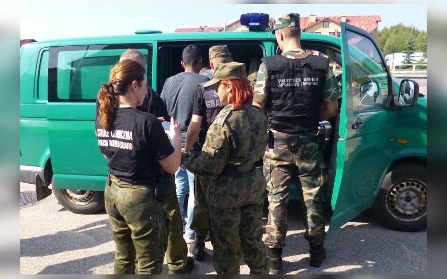 Lietuvos pasieniečiai kolegoms Lenkijoje perdavė 8 migrantus iš Irako
