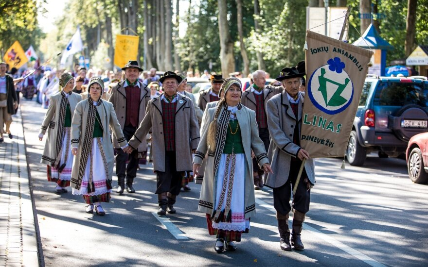 Palangoje vyksta tarptautinis liaudiškų šokių festivalis: šeštadienio renginio akimirkos