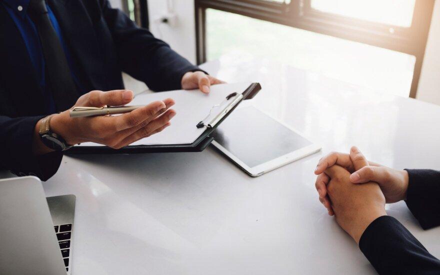 Primena darbuotojo teises: neteisėtai atleidus gali prisiteisti iki pusantrų metų atlyginimą