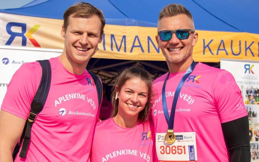 Žymūs veidai bėgo už Aplenkime vėžį komandą Vilniaus maratone / Foto: LXM media