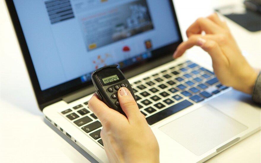 Moteris įspėja: prieš šventes suaktyvėjo internetiniai sukčiai