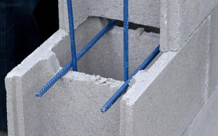 Augant statybinių medžiagų kainoms, dalis gyventojų keičia savo planus įsigyti būstą
