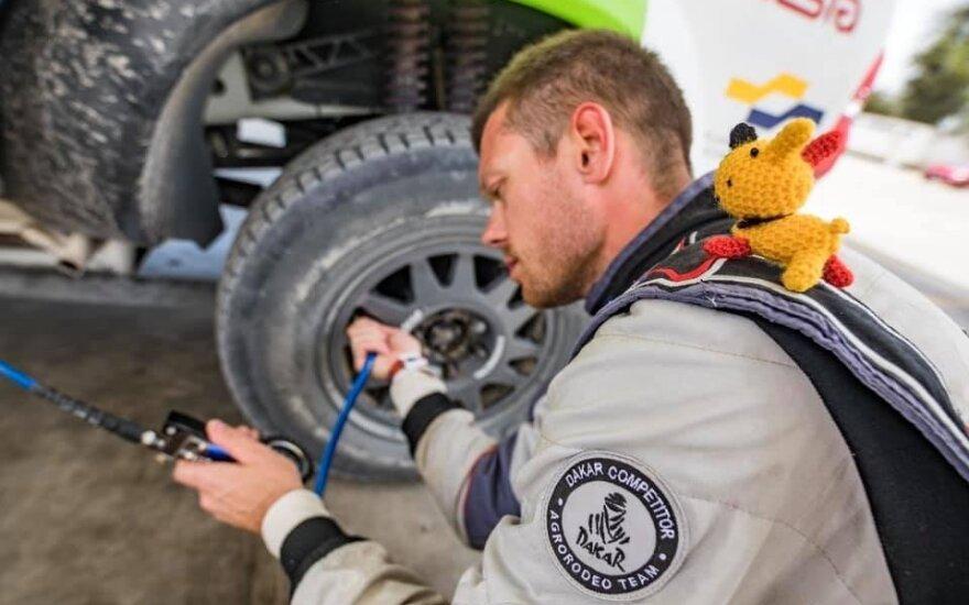 """Vaidoto Žalos ir Sauliaus Jurgelėno antra diena 2019 Dakare. """"Agrorodeo"""" komandos nuotr."""
