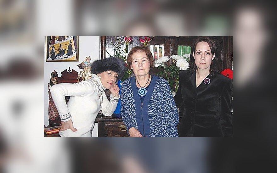 Jurga Ivanauskaitė, mama Ingrida Korsakaitė ir sesuo Radvilė Racėnaitė