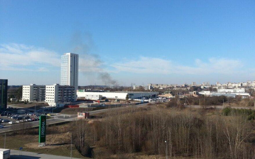 Užfiksavo juodus dūmus Vilniaus padangėje
