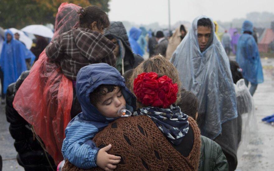 J. C. Junckeris: Balkanuose bus įkurti migrantų priėmimo centrai, kur gyvens 100 tūkst. žmonių