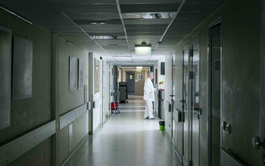 Šiaulių ligoninėje neblaivus pacientas užpuolė gydytoją, vėliau keiksmažodžių pažėrė policijai