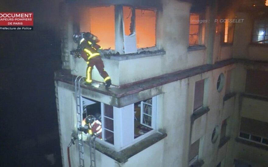 Paryžiuje po pražūtingo naktinio gaisro suimta įtariama padegėja