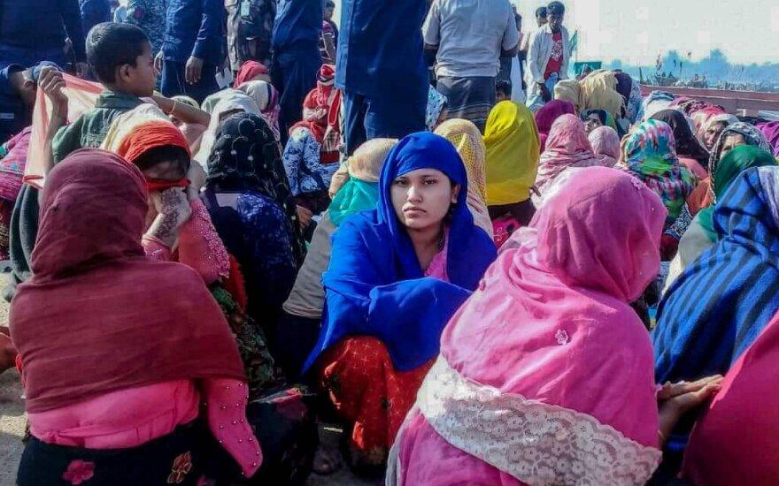 Rohinjų pabėgėliai laive