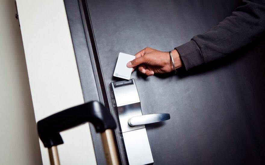 Antrą bangą išgyvenantys viešbučiai imasi visų išlikimo taktikų: siūlo bekontaktes registracijas ir net prisuka šildymą