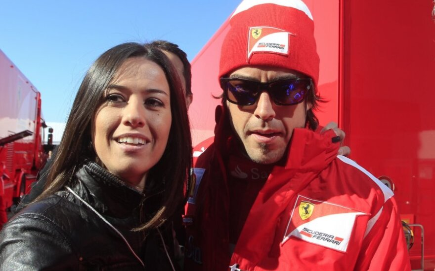 Fernando Alonso ir Raquel del Rosario